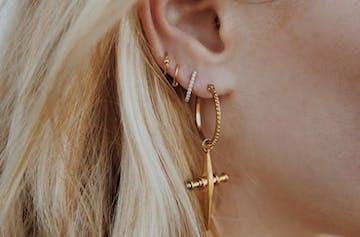 8 Of The Best Minimal Statement Earrings