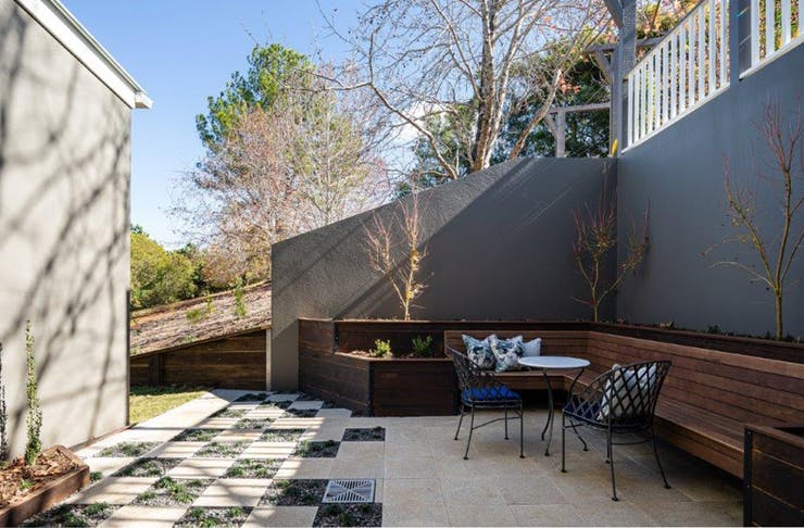 the outdoor patio at Montville House