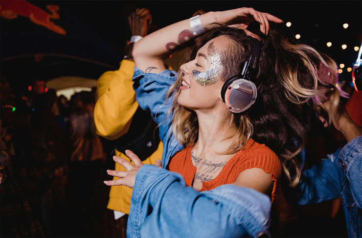 Girls with Headsets, dancing at Disco