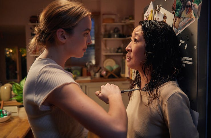 Jodie Comer as Villanelle holds a throat to Eve Polastri's throat, played by Sandra Oh