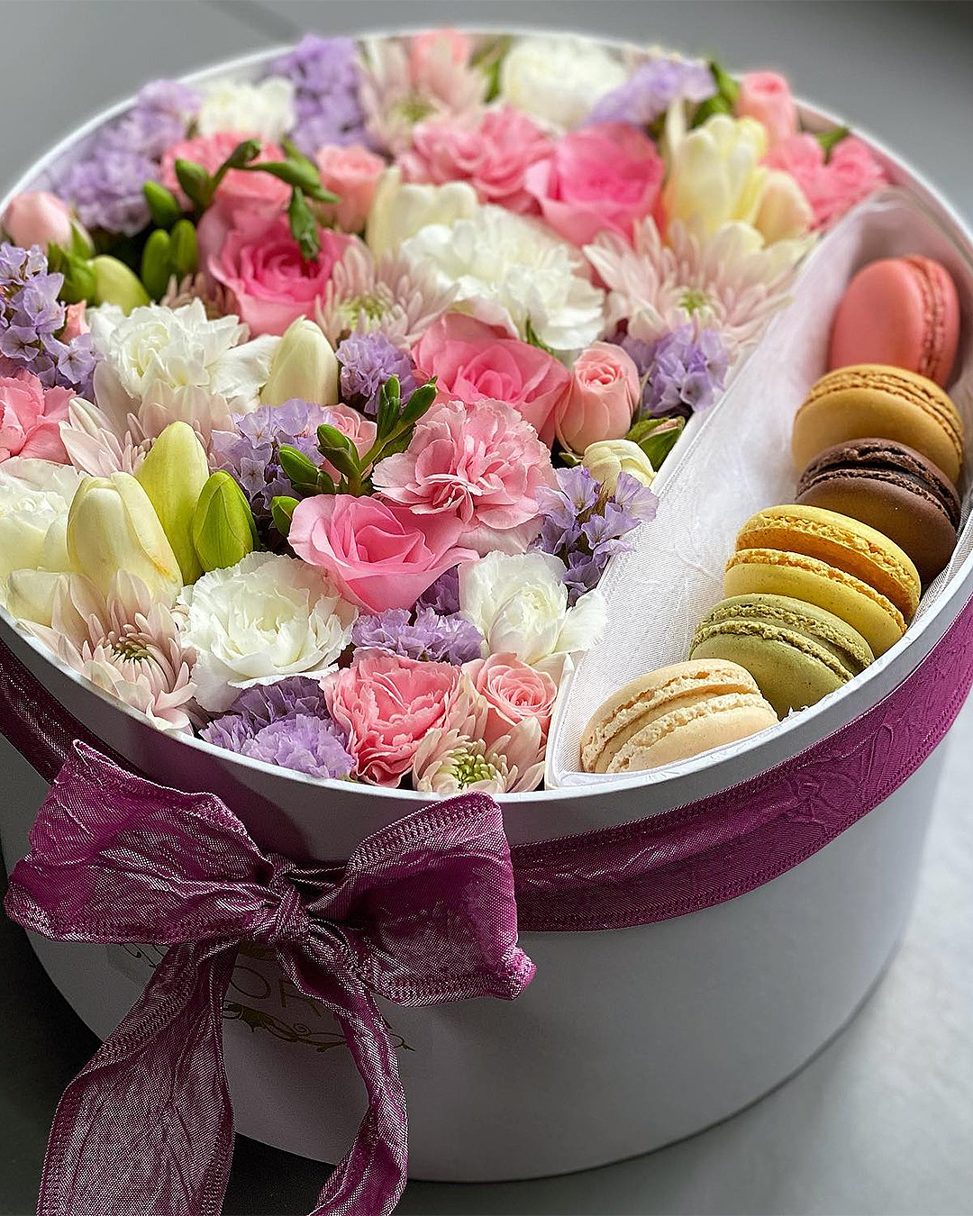 Flowers with a little side of macarons from Istoria.