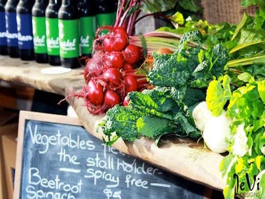 Head north to Matakana Farmers' Market for a delectable feast of fruit, veges, artisan baking, fine wines and more.