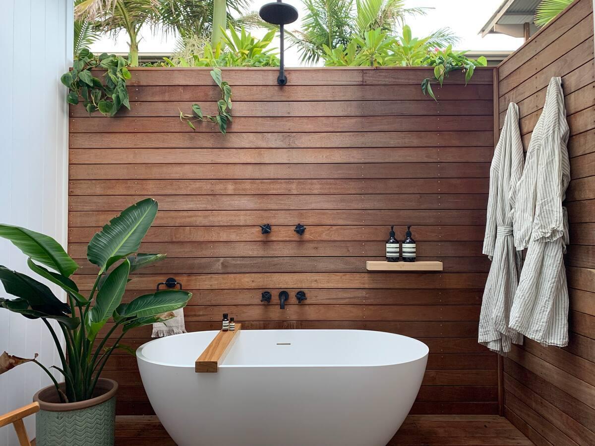 an outdoor bath in a small courtyard