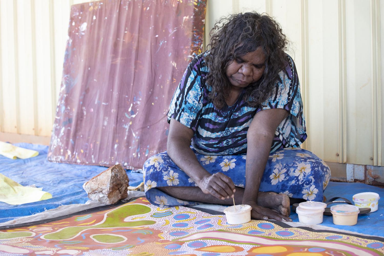 Phyllis Donegan paints at Kuntjanu Homelands.