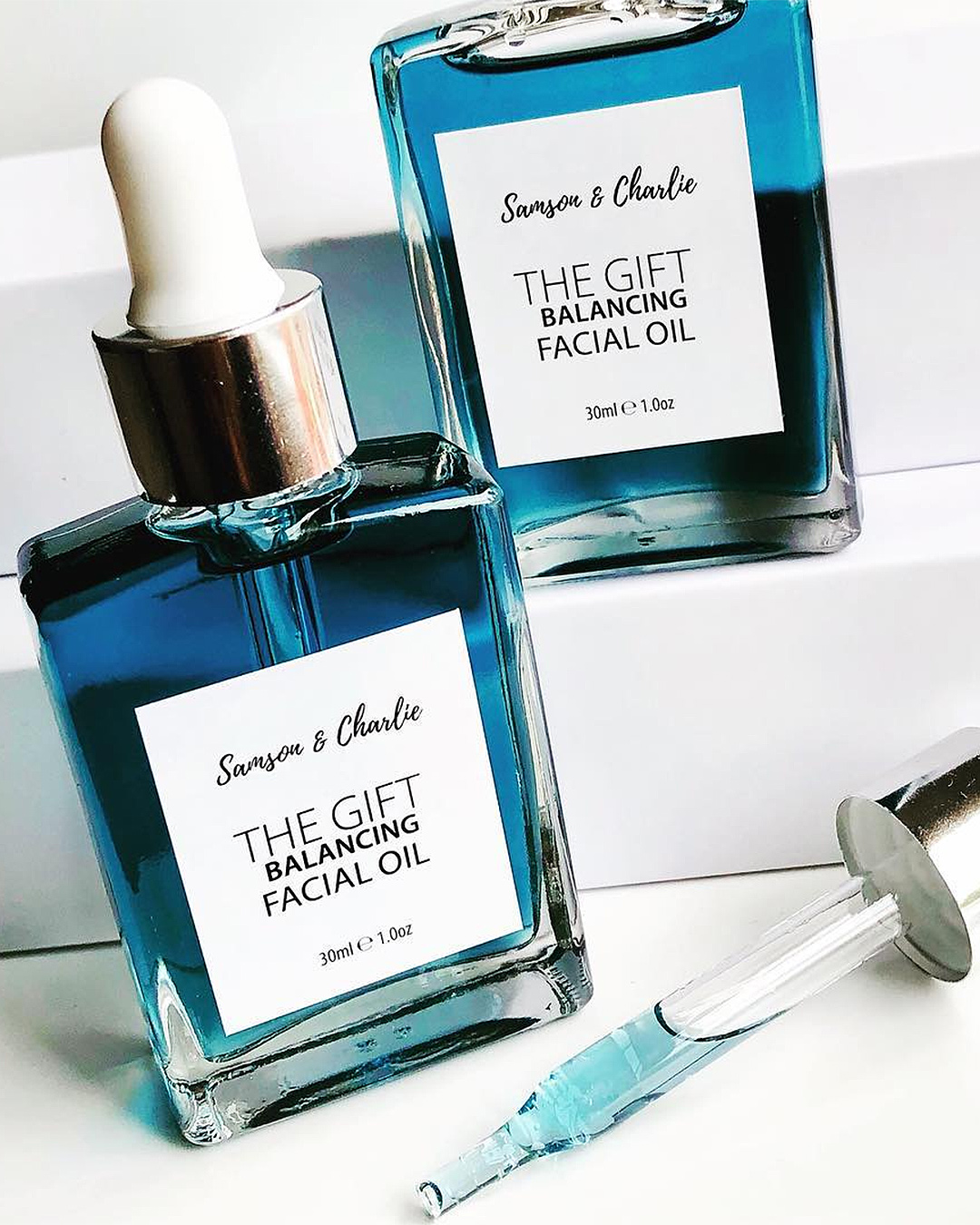 The gift Blue Tansy Balancing Facial oil from Samson & Charlie.