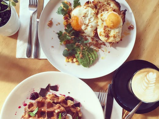 the-old-room-coffee-egg-waffles