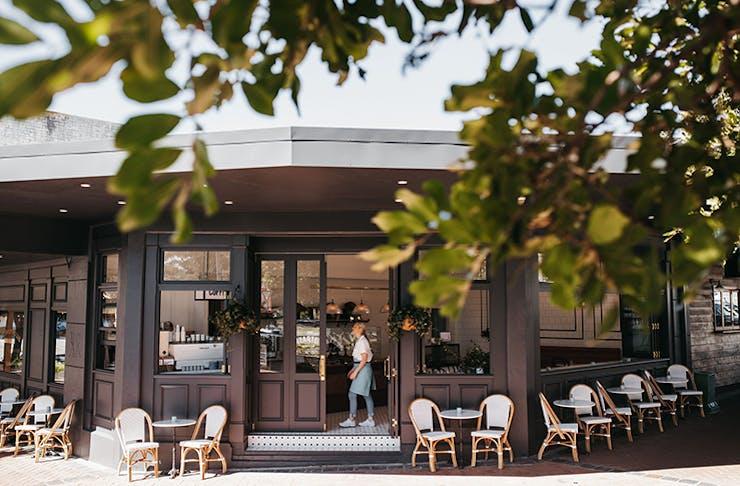 An exterior shot through the trees of Tarte Bakery & Cafe in Burleigh.