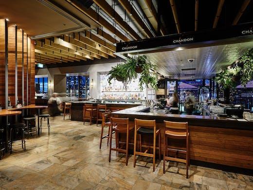 waterfront seafood restaurant crown casino