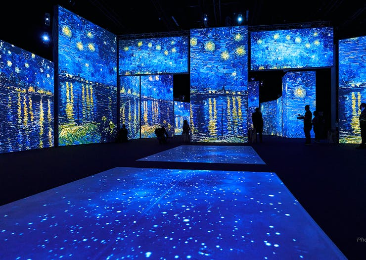 The famous The Starry Night painting lights up an entire room.