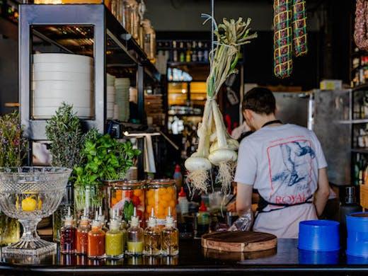 Image of the bar at Willi's at The Royal
