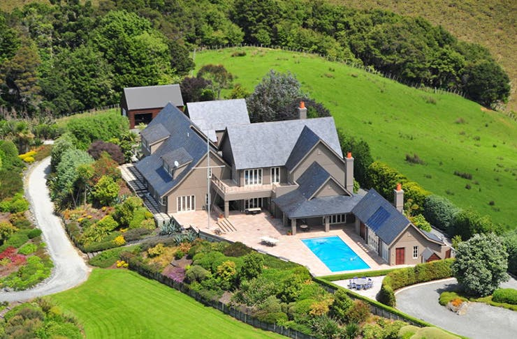 bachelor mansion, air bnb, where is the auckland bachelor mansion