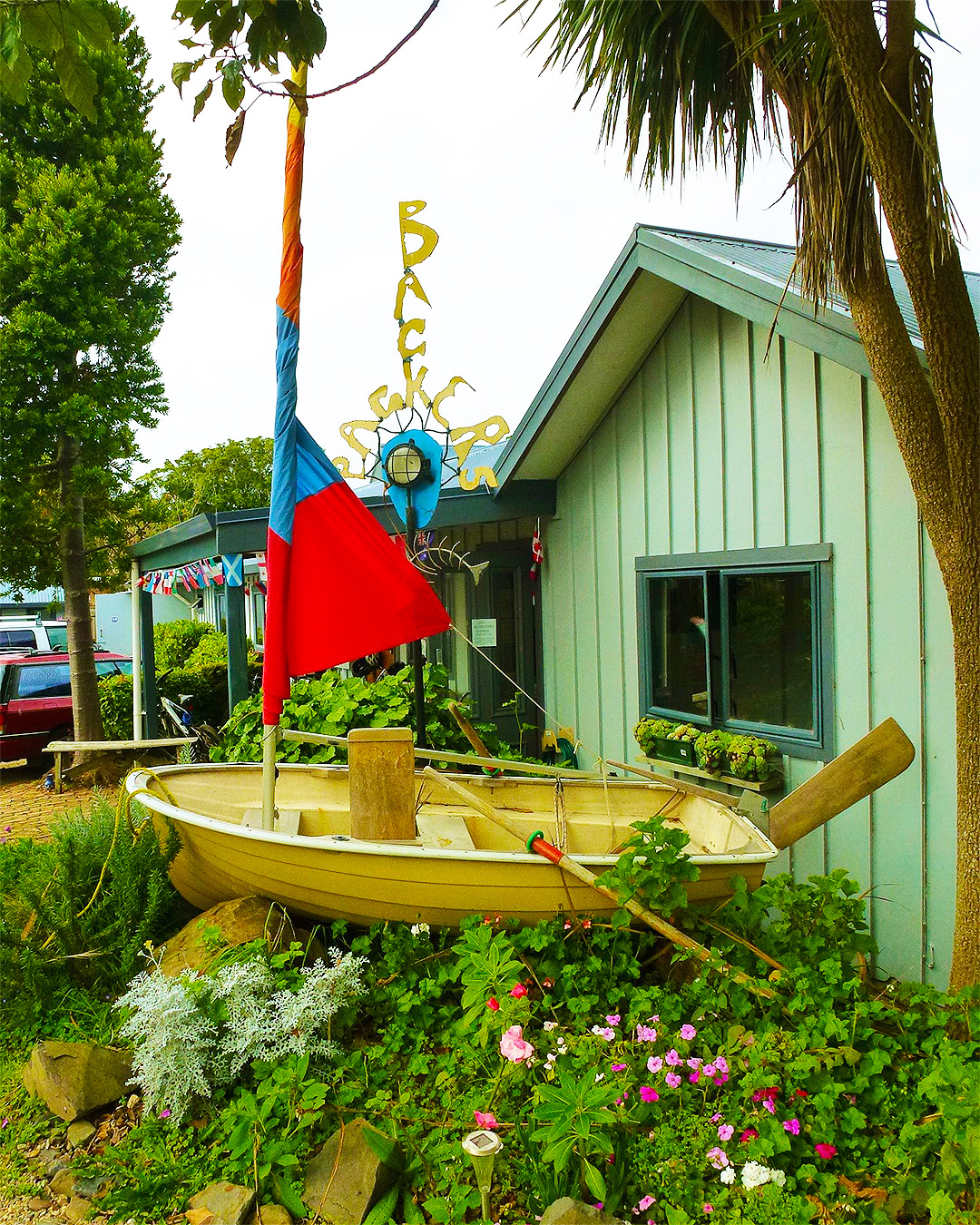 The outside boat at Raglan backpackers.