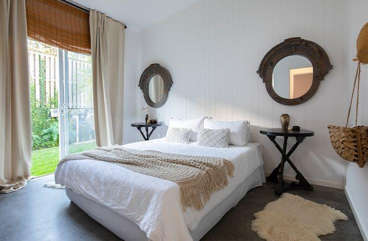 a coastal-themed bedroom