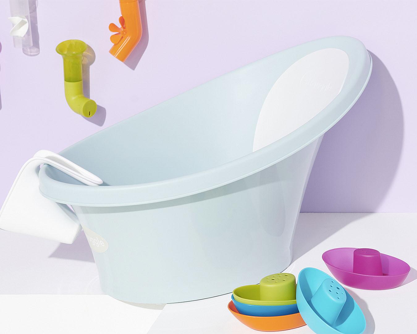 A little baby bath with bath toys around.