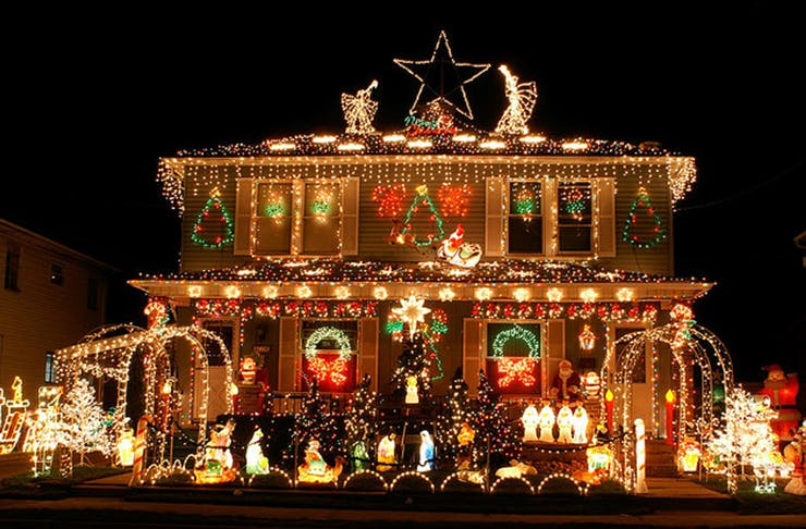 all the suburbs to see brisbanes best christmas lights brisbane the urban list
