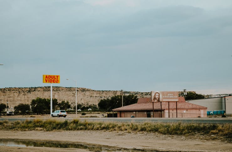 A photograph from Farmington, New Mexico of two signs.