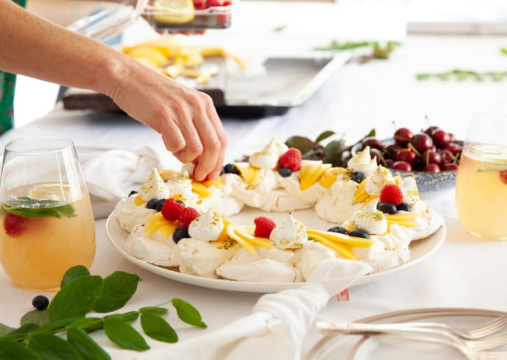 This Christmas Pavlova Wreath Recipe Is The Tastiest Way To Your Fam's Heart