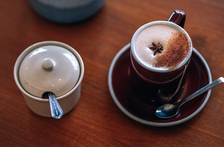 a chai latte and a sugar bowl