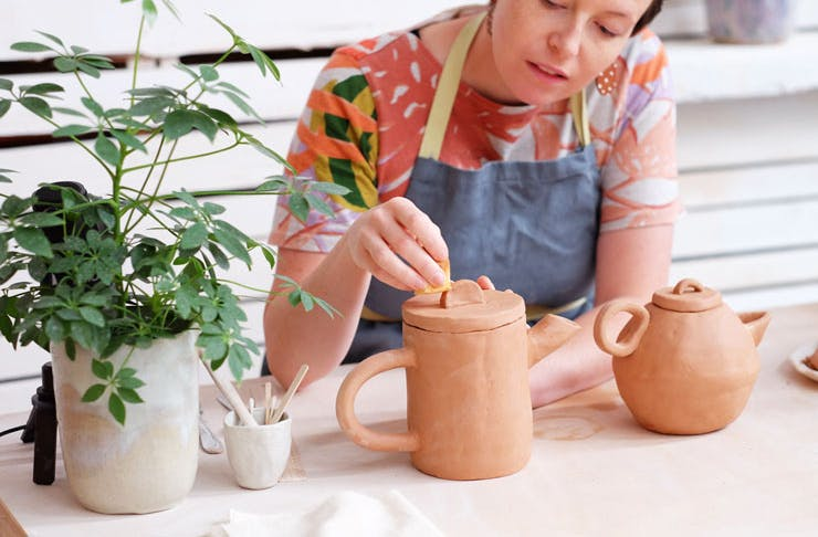 A women teaching one of Clay Sydney's pottery classes.
