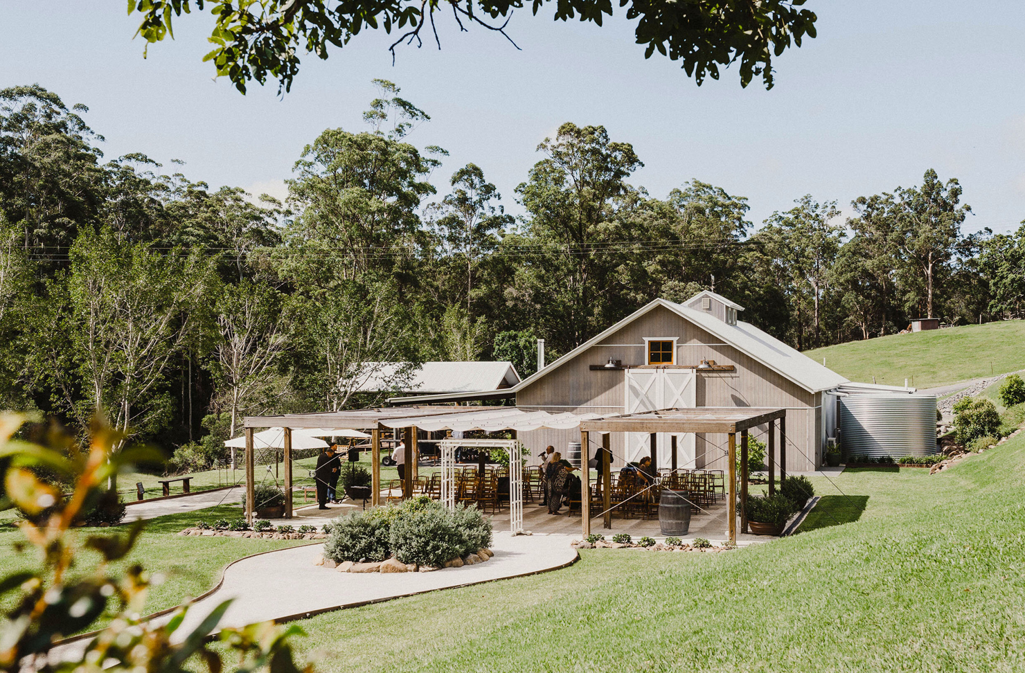 A country-style wedding venue in the foothills of Springbrook National Park.