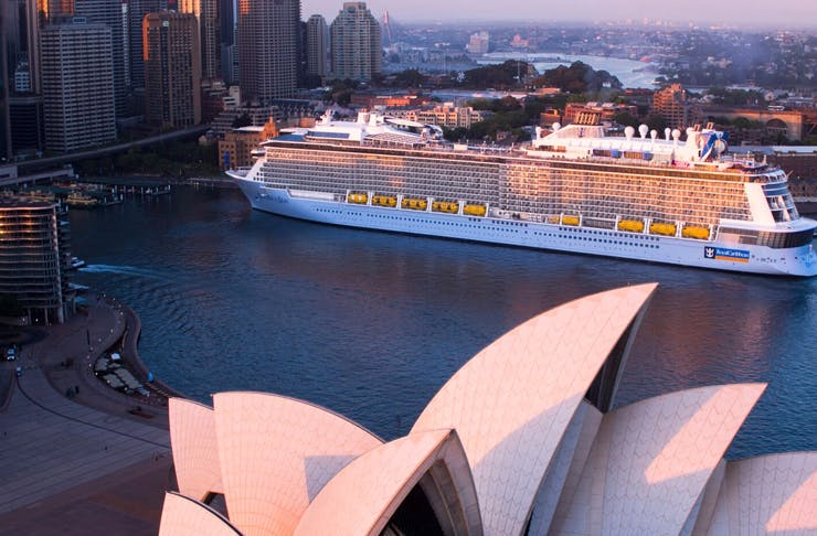 cruise-ship-sydney.-hide-and-seek