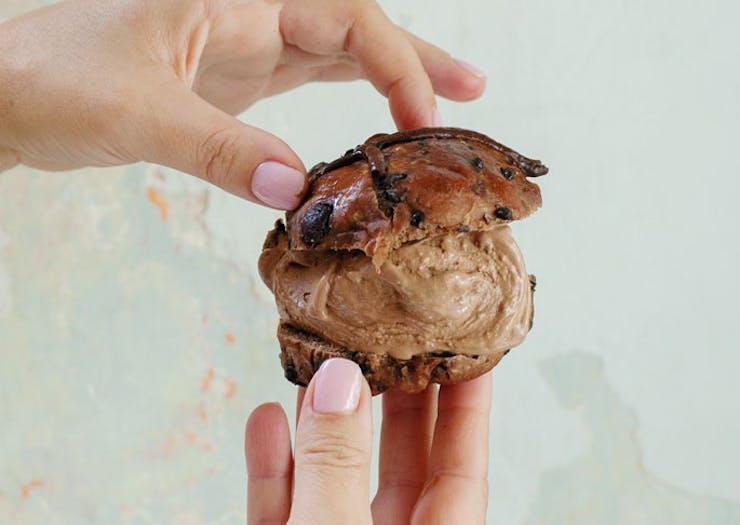gelato-hot-cross-bun
