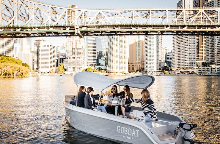 a small boat under the story bridge