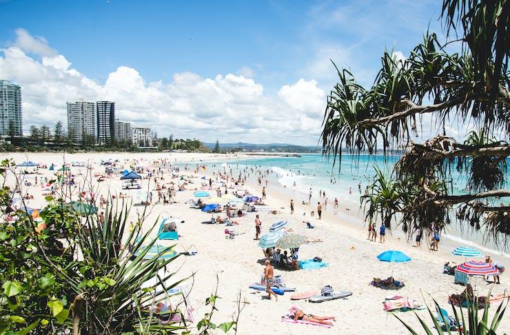 gold coast beaches closed