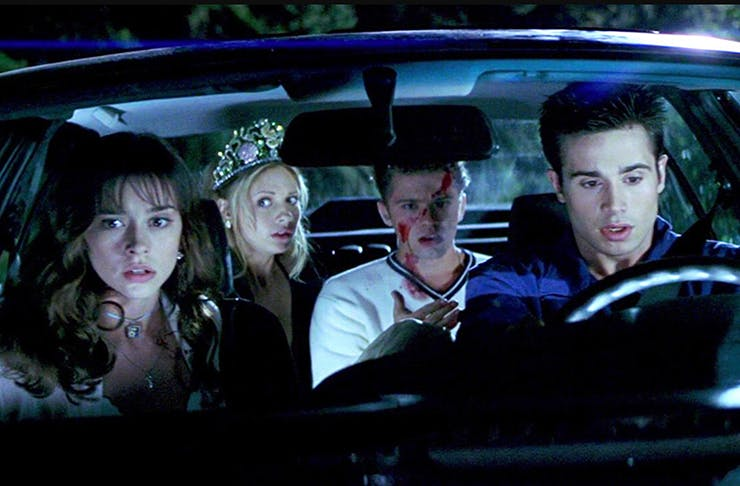 The actors from I Know What You Did Last Summer in a car, covered in blood.