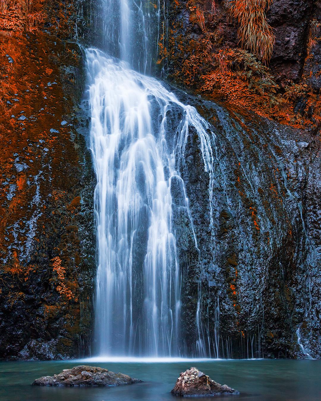 Kitekite falls in the autumn.