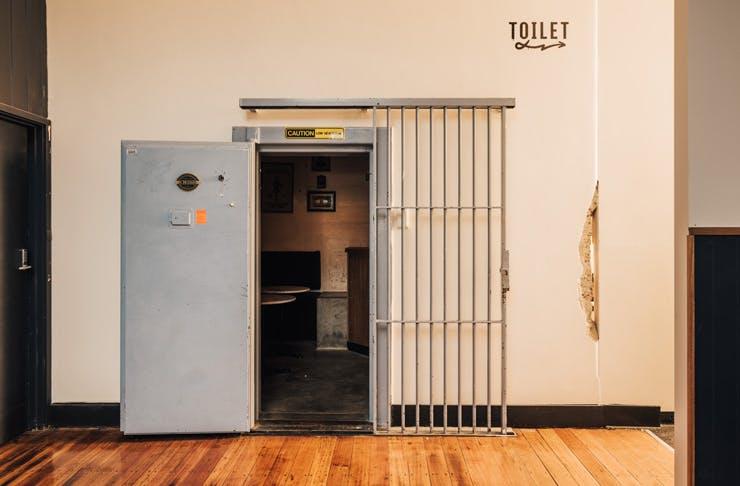lulie-lock-in-series