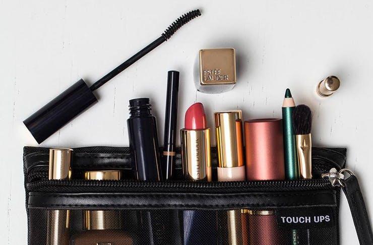 makeup-travelling-light