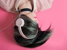 9 Interesting Podcasts That'll Make Your Commute Less Crap