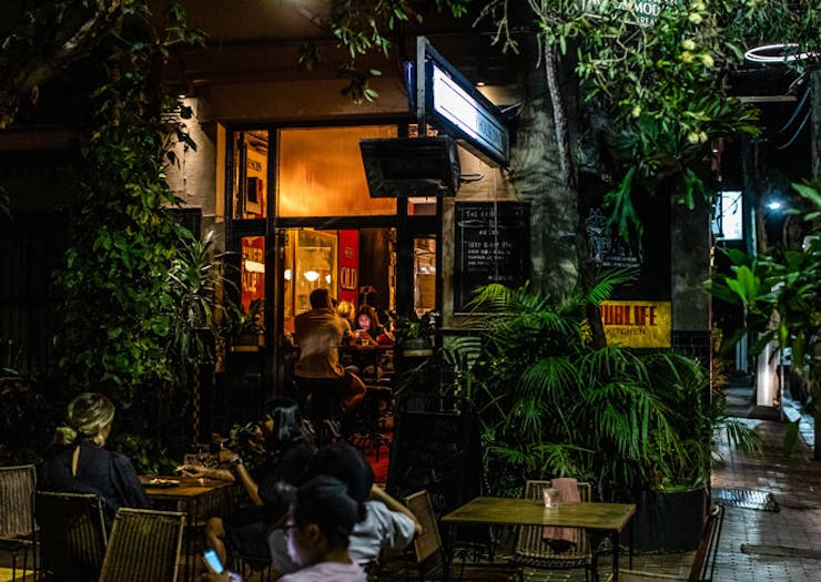The leafy outside courtyard at Pub Life Kitchen