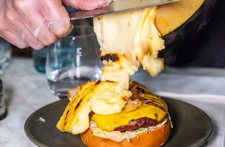 raclette-cheeseburger