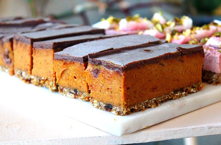 raw caramel slice auckland