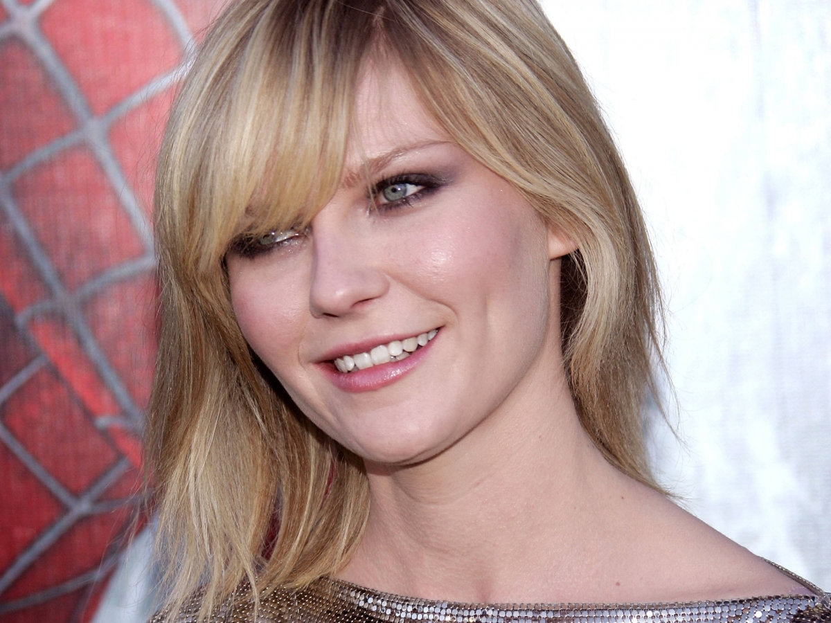 kirsten dunst snaggle tooth