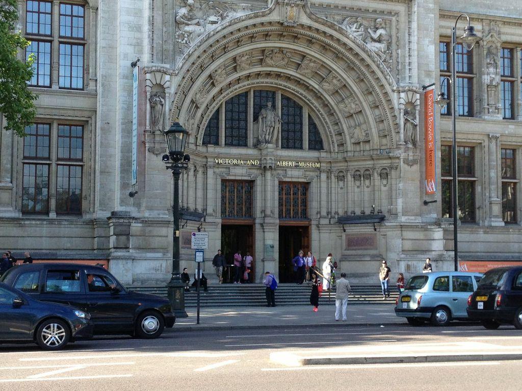 Victoria & Albert Museum Bowie