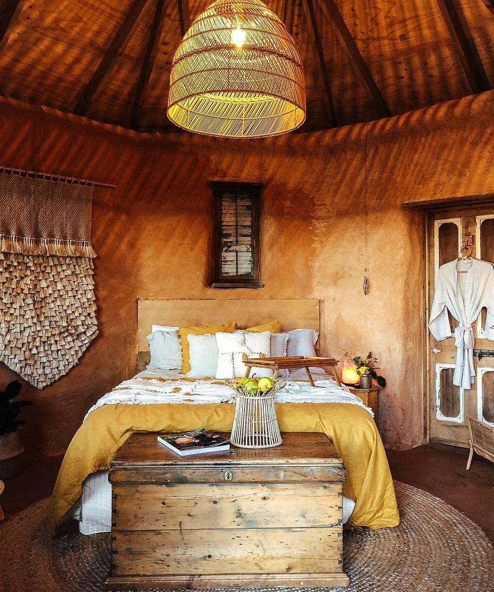 the queen bed inside Alkira
