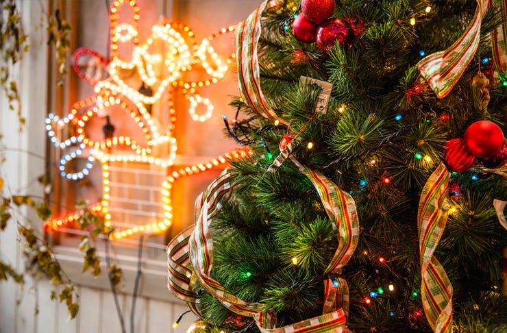 christmas lights on christmas tree