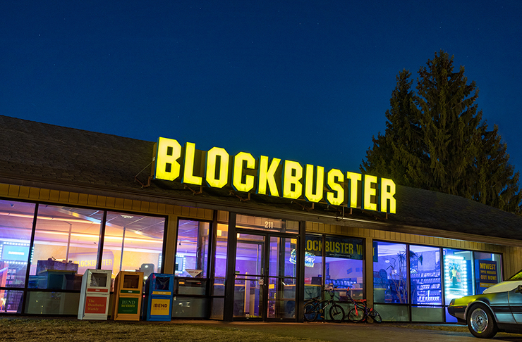 facade of world's last blockbuster store in oregon