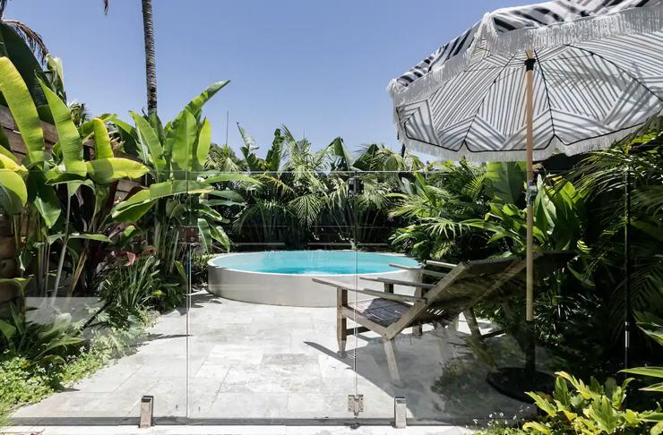 plunge pool spa in tropical backyard