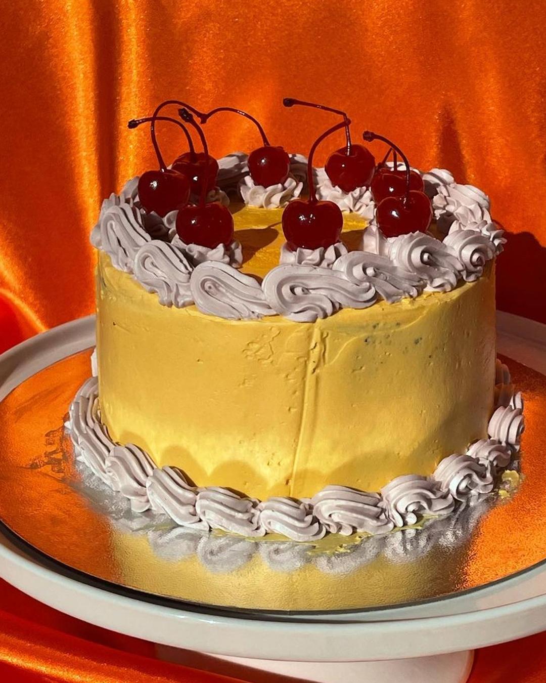 retro style cake