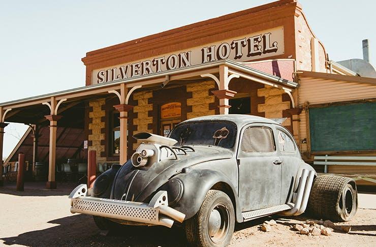 rusty volkwagen in front of silverton pub