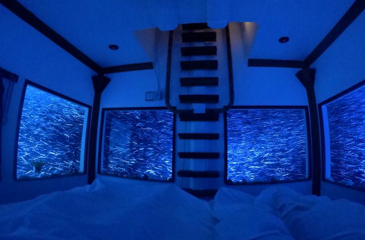 underwater suite at manta resort