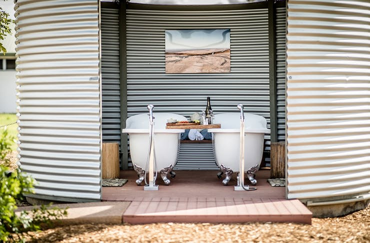 2 outdoor baths