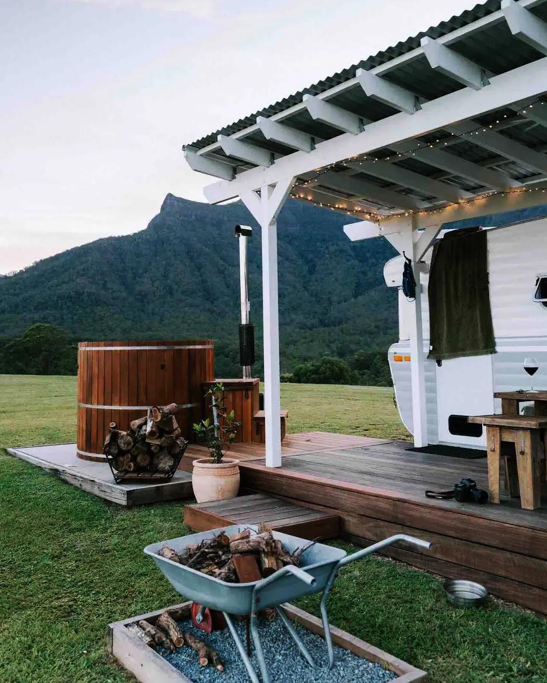 caravan with outdoor tub