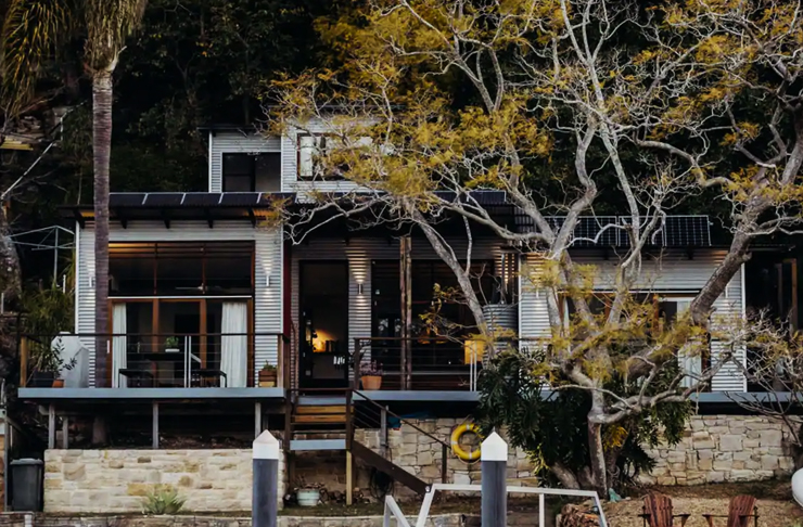 rustic river house on the hawkesbury river surrounded with trees