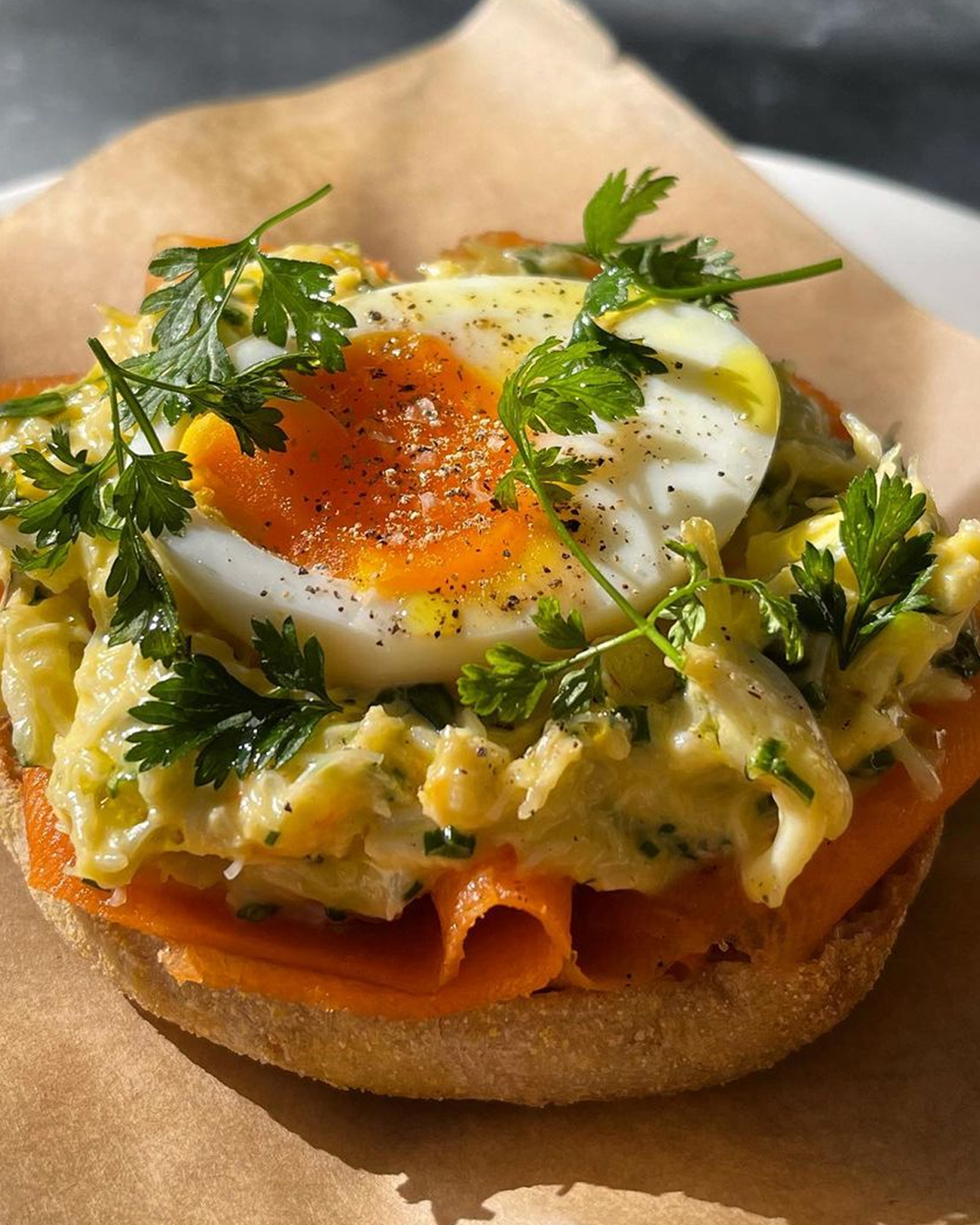 egg and salmon on bagel