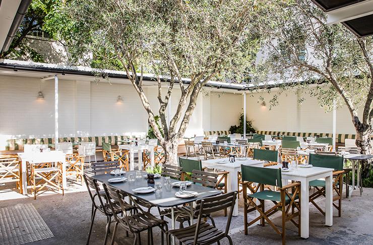italian style courtyard dining